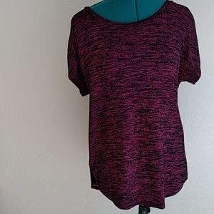 Maroon stretch tee, size small